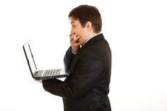 biznesmena laptopów przyglądający ekran szokował Fotografia Royalty Free