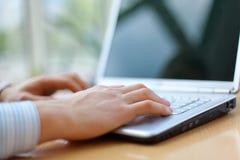 biznesmena laptopu działanie Zdjęcia Stock