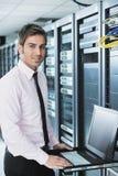 biznesmena laptopu sieci pokoju serwer Zdjęcia Stock