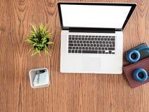 Biznesmena laptopu widok na drewnianym biurku Zdjęcia Stock