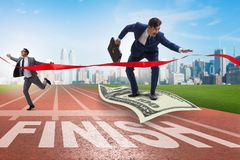 Biznesmena latanie na dolarowym banknocie w kierunku mety Zdjęcia Royalty Free