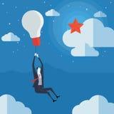 Biznesmena latanie w lotniczym balonie z żarówką Zdjęcie Royalty Free