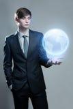 Biznesmena mienia hologram ziemia Zdjęcia Royalty Free