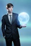 Biznesmena mienia hologram ziemia Zdjęcie Royalty Free