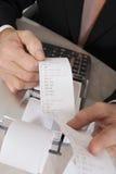 Biznesmena mienia kalkulatora papier zdjęcie royalty free