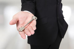 Biznesmena mienia klucze obraz royalty free
