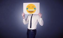 Biznesmena mienia papier z roześmianym emoticon Obrazy Stock
