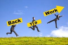 Biznesmena mienia signboard przedstawienie z powrotem pracować Zdjęcie Stock