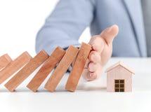 Biznesmena nakrycia dom z rękami Fotografia Royalty Free