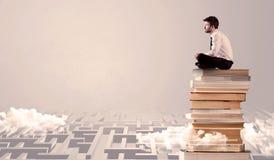 Biznesmena obsiadanie na książkach w labirynth Obrazy Stock