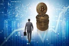 Biznesmena odprowadzenie w kierunku bitcoins w cryptocurrency blockchai fotografia stock