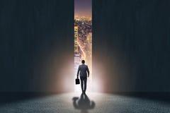 Biznesmena odprowadzenie w kierunku jego ambici zdjęcie stock