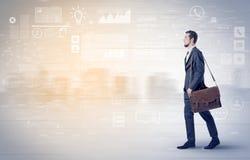 Biznesmena odprowadzenie z bazy danych pojęciem wokoło Zdjęcia Stock