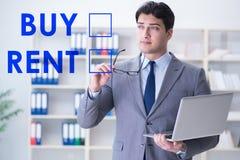 Biznesmena okładzinowy dylemat kupienie versus wynajmowanie zdjęcie royalty free