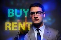 Biznesmena okładzinowy dylemat kupienie versus wynajmowanie zdjęcie stock