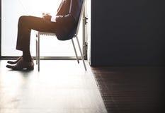 Biznesmena Onlinego działania biura pojęcie Obrazy Royalty Free