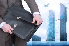 Biznesmena otwarcia walizka obrazy royalty free