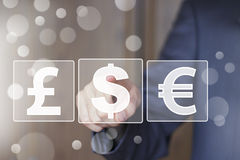 Biznesmena pchnięcia guzika ikona z dolarową waluty siecią Obrazy Royalty Free