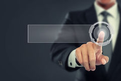Biznesmena pchnięcie wirtualny ekran Zdjęcia Stock