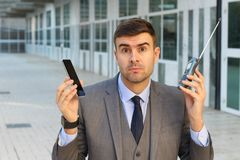 Biznesmena porównywać stary i nowe technologie obrazy stock