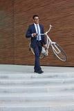 Biznesmena przewożenia bicykl Obraz Royalty Free