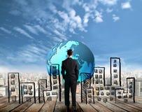 Biznesmena przyglądający sukces przyszłość Fotografia Royalty Free