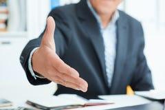 biznesmena ręki uścisk dłoni jego ofiara Powitanie lub gratulowanie gest fotografia royalty free