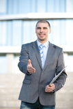 biznesmena ręki uścisk dłoni jego ofiara Powitanie lub gratulowanie gest Biznesowy spotkanie i sukces zdjęcia stock