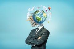 Biznesmena ` s półpostać z Ziemską kulą ziemską otaczającą budynkami, rakiety i gorące powietrze balony, zamiast jego przewodzimy zdjęcia royalty free