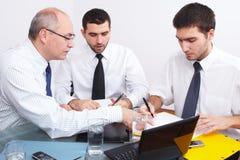biznesmena spotkania siedzący stół trzy Obrazy Stock