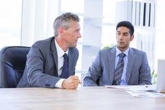 Biznesmena spotkania withcolleague używać laptop Obraz Royalty Free
