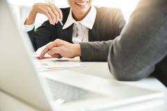 Biznesmena spotkanie z bizneswomanem Obrazy Stock