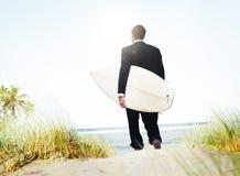 Biznesmena surfingowa aktywności plaży wakacji pojęcie Obraz Royalty Free