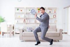 Biznesmena szczęśliwy spotkanie jego ostateczni terminy zdjęcie stock