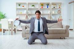 Biznesmena szczęśliwy spotkanie jego ostateczni terminy Zdjęcie Royalty Free