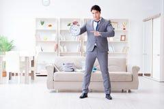 Biznesmena szczęśliwy spotkanie jego ostateczni terminy obraz stock