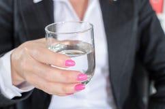 biznesmena szklana mienia woda Obrazy Royalty Free
