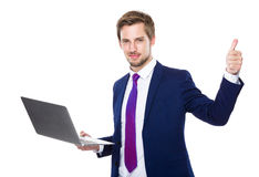 Biznesmena use laptop i kciuk up Zdjęcie Royalty Free
