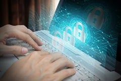 Biznesmena use laptop z kłódki i chmury technologii backgro Obraz Stock