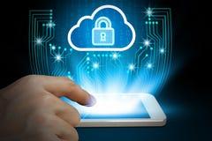 Biznesmena use smartphone z kłódki i chmury technologii bac Obrazy Stock