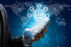 Biznesmena use smartphone z waluta znaka symbolem Fintec Zdjęcie Stock