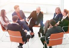 Biznesmena Wiodący spotkanie Przy sala posiedzeń fotografia royalty free