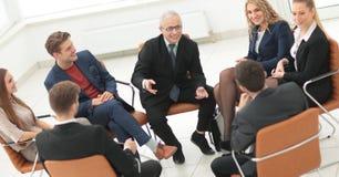 Biznesmena Wiodący spotkanie Przy sala posiedzeń zdjęcie royalty free