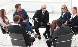 Biznesmena Wiodący spotkanie Przy sala posiedzeń fotografia stock