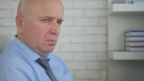 Biznesmena wizerunek Z Złym spojrzeniem w Biurowym pokoju zdjęcie stock