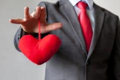 Biznesmena wygranie i kontrolować customer& x27; s serca pojęcie Fotografia Royalty Free