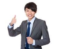 biznesmena wykazując znaku kciuk w górę młodych Zdjęcia Stock