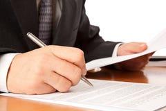 biznesmena zakończenia kontrakt wręcza target1531_1_ podpisywać Obraz Stock