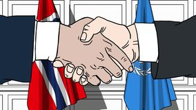 Biznesmeni lub politycy trząść ręki przeciw flaga Norwegia i Narody Zjednoczone Oficjalny spotkanie lub współpraca zbiory wideo