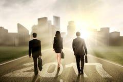 Biznesmeni na drodze z 2017 Zdjęcia Stock